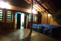 Casa espaçosa 50 mts areia mongagua . 4 domt 2 ban