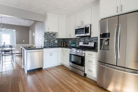 Modern 3 Bedroom/1.5 Bathroom Apartment in Boston - Boston
