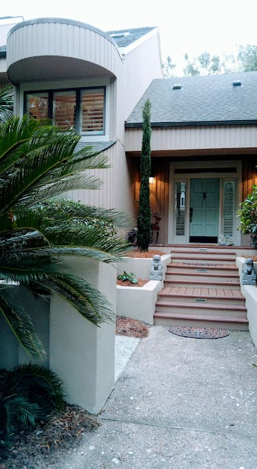Front entry detail.  Good dusk to dawn lighting makes it very comfortable to come home from one of the island restaurants after a delicious dinner!