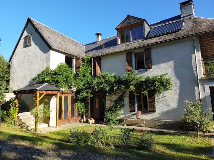 Maison de famille dans les Pyrénées, avec piscine