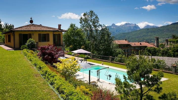Spacious villa, private pool, in medieval village