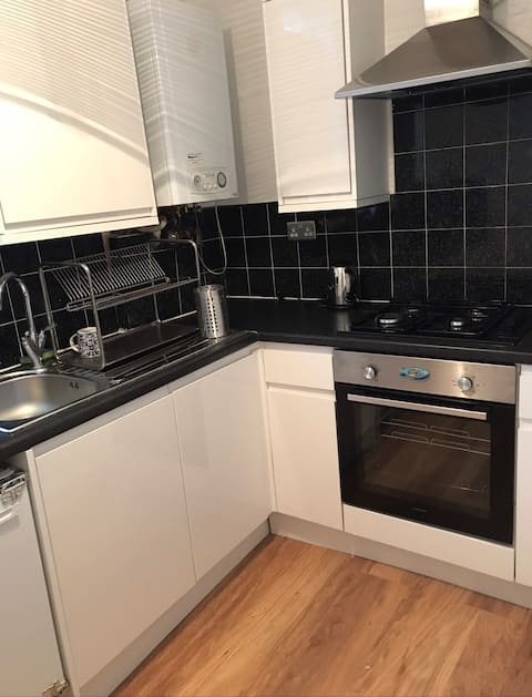 Central-1stop London Bridge/single room/loft bed!