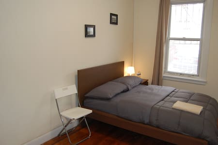 Cozy private bedroom 15 min from Manhattan
