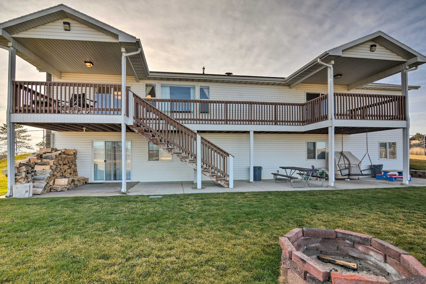 This expansive Bryce vacation rental home is situated on a sprawling 0.8 acres!