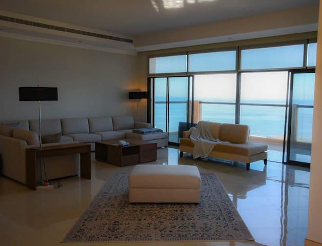 Luxury villa in mina al fajer resort