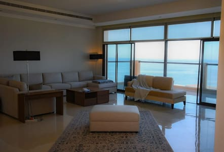 Luxury villa in mina al fajer resort