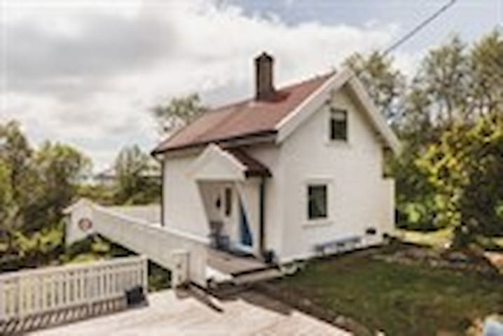 """Cozy cottage close to the sea - """"Back to natur"""""""