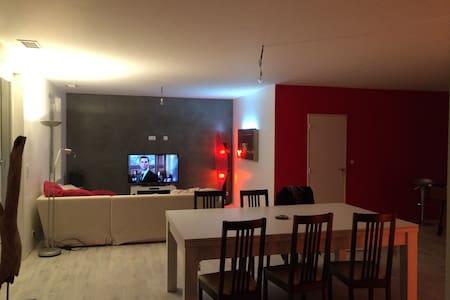 Chambre dans maison calme - Vœuil-et-Giget - Haus