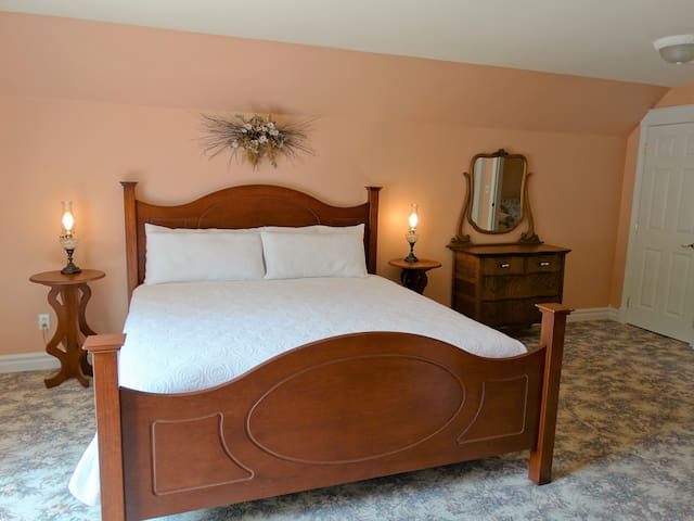 Premium King Suite - The Oakwood Inn