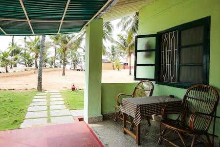 C ROQUE RESORT  basic room - Colva Goa