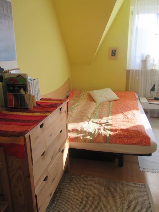 helles grosses zimmer in drei zimmer altbauwohnung wohnungen zur miete in freiburg im breisgau. Black Bedroom Furniture Sets. Home Design Ideas