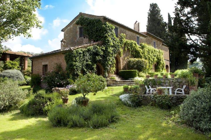 Private 16th century farmhouse