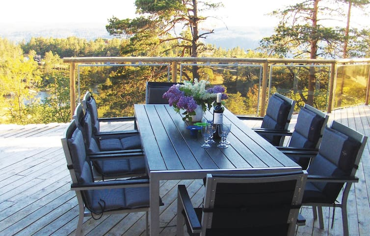 Holiday cottage with 5 bedrooms on 140m² in Dølemo