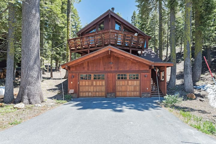 Alpine Meadows Cabin - Board Games, Close to Squaw Valley & Alpine Meadows Resort, Apple TV