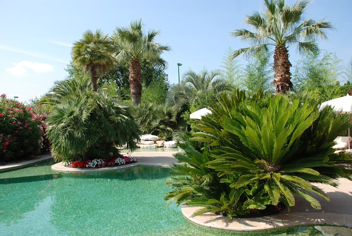 Charmante villa avec jardin privé et piscine