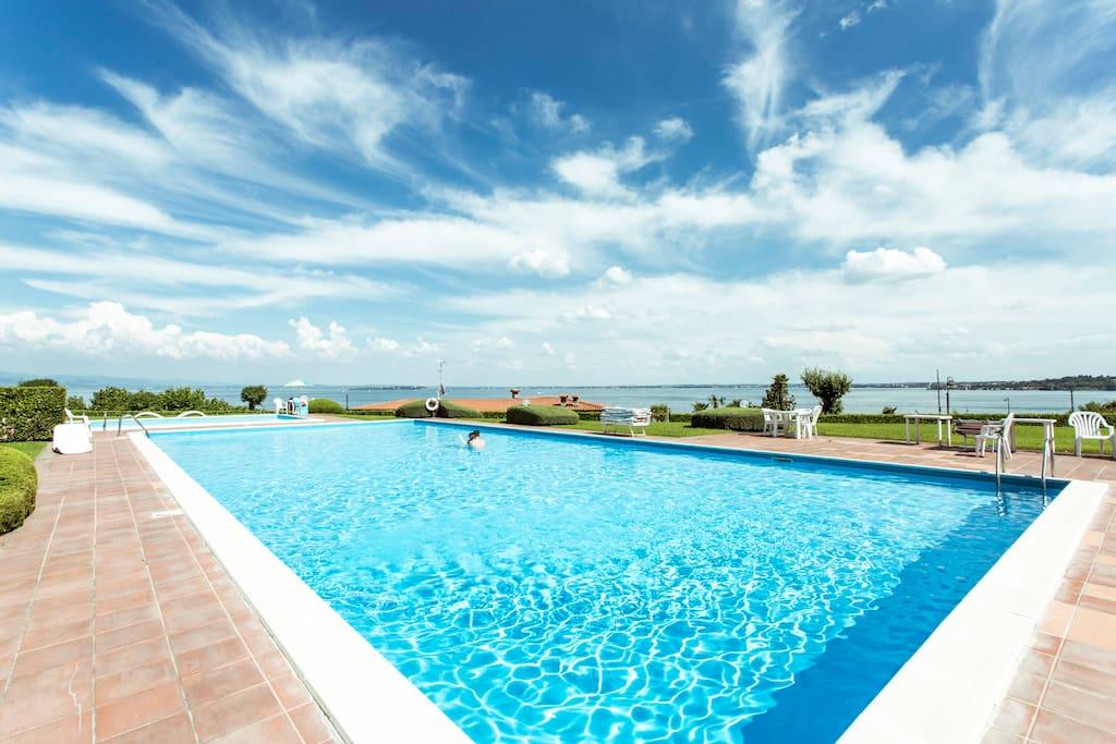 Villa marisa vicino alla spiaggia lago di garda ville for Ville sul lago di garda affitto