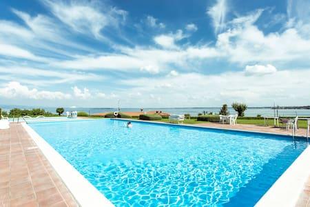 Villa Marisa, near the beach of Lake Garda - Padenghe Sul Garda