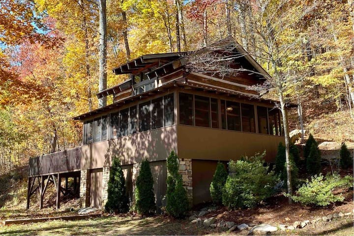 Holiday Relaxation Awaits minutes from Asheville!
