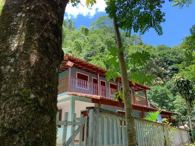 Sítio com Cachoeira e piscinas naturais em Sana-RJ