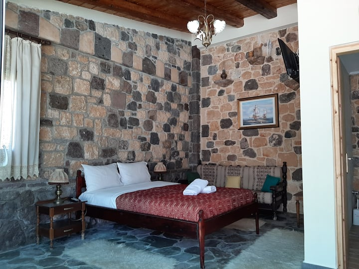 Aphea traditional suite with private pool