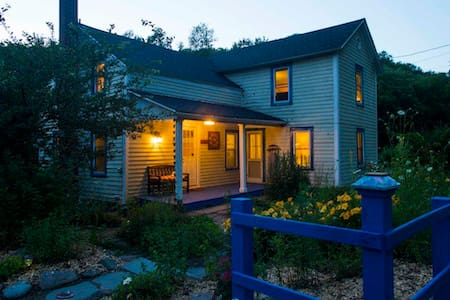 Rolling River Inn of the Catskills ~ Private & Fun - Parksville - Ház