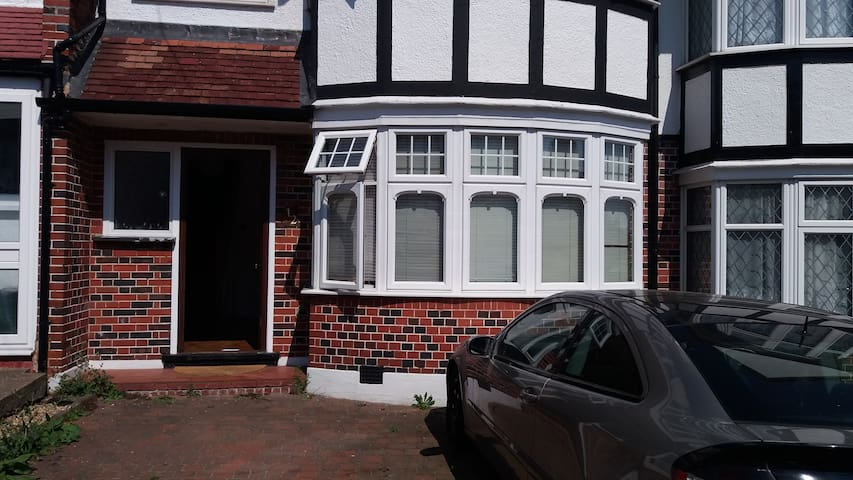 Lovely clean tidy home near Crystal Palace - Londen - Huis