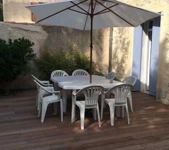 Maison de village vigneronne - Le Pouget - ทาวน์เฮาส์