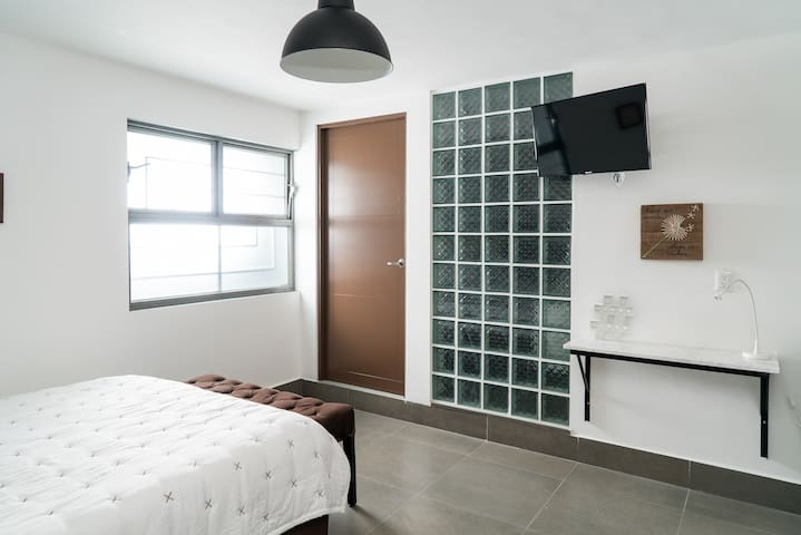Brand New Apartment/Queen size bed/3-5