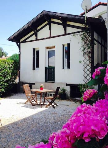 Appartement sur jardin au centre d Hasparren