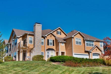 Fully Furnished 1 Bedroom / Manor Homes - Kansas City