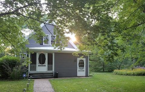 Katy Trail Farmhouse - 3 bd/2.5 bath - Amazing!