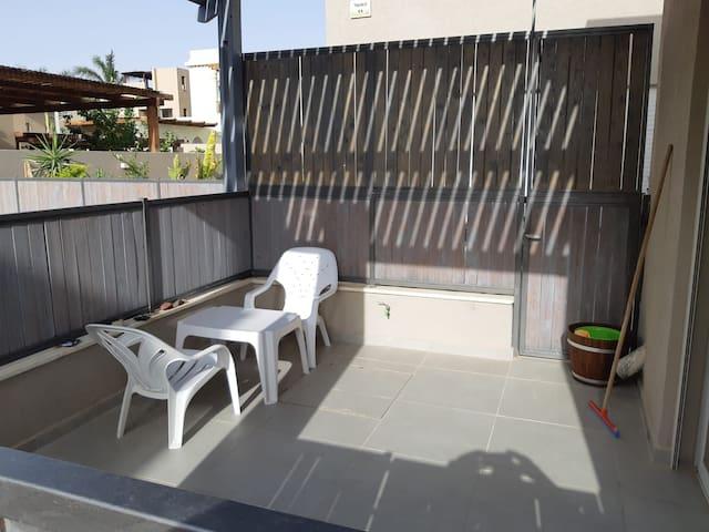 מרפסת קטנה Small balcony