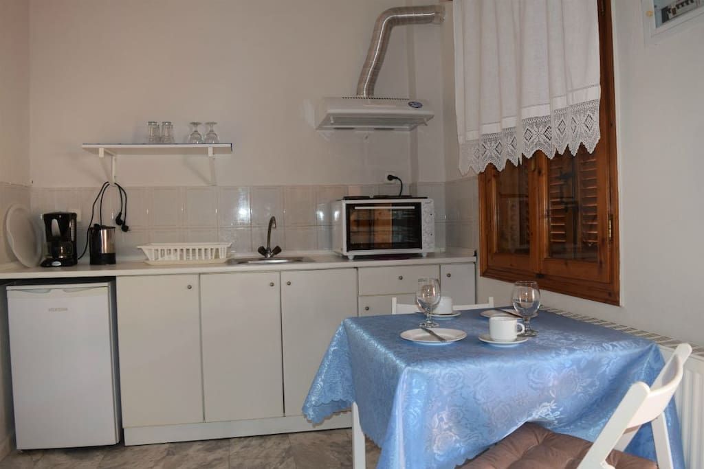Upper floor, 2 single beds, kitchen