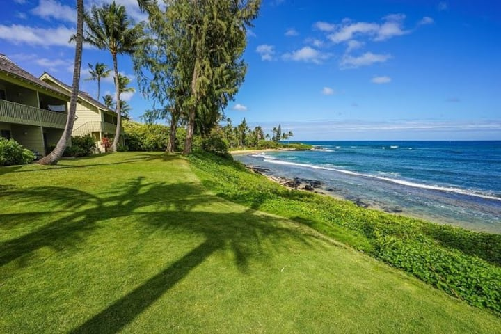 Kapaa Sands #10  Oceanfront on  lovely Wailua Bay