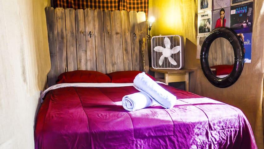 Cozy Hollywood Cabin - M