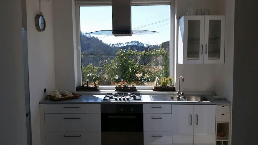 Villa con giardino e vasca idromass. La Spezia.