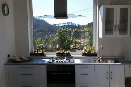 Appartamento bianco con giardino e vasca idromass. - Arcola - 公寓