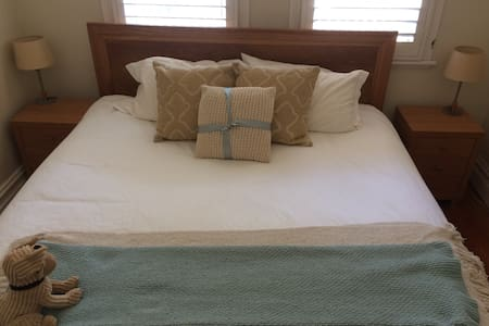 Large Master bedroom available in the heart of Bondi Junction - Bondi Junction