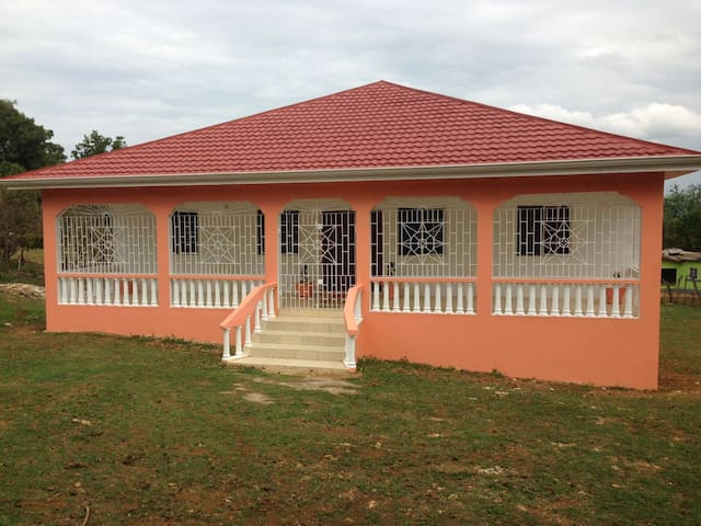 Nevaeh, home from home in tranquil Jamaica