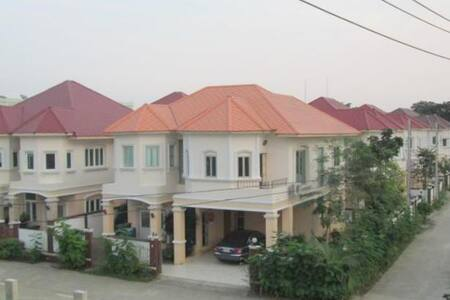 Kamalar Palace Double Bedroom - Phra Nakhon Si Ayutthaya - House