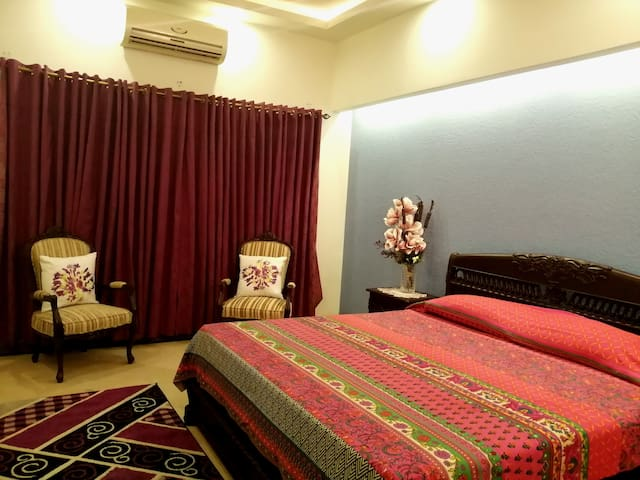 Private Room in DHA Phase 5 Lahore