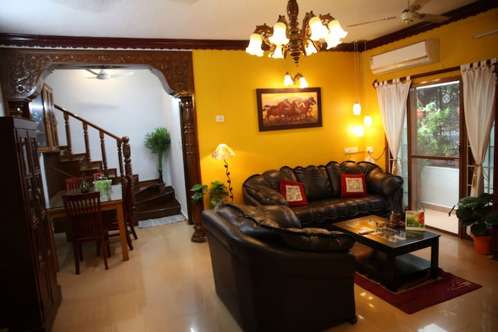 Deluxe home stay at Alwarpet, RA Puram. 2BHK Apt.