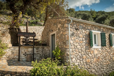 CHARMING TRADITIONAL STONEHOUSE - Fourni