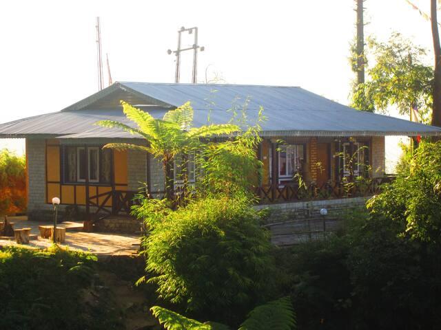 Lamthang Eco Hut- A traveler's Destination - Pelling - Hut