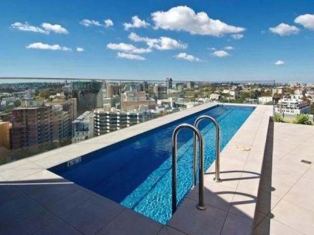 FABULOUS! CONTEMPORARY CBD APT IN AMAZING LOCATION