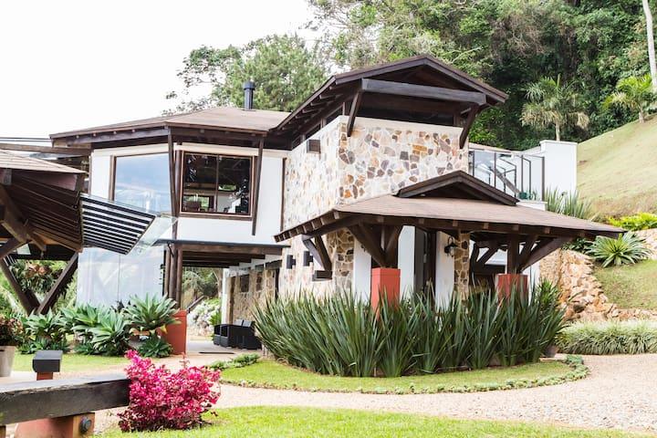 La Casa en Las Nubes - Yumbo