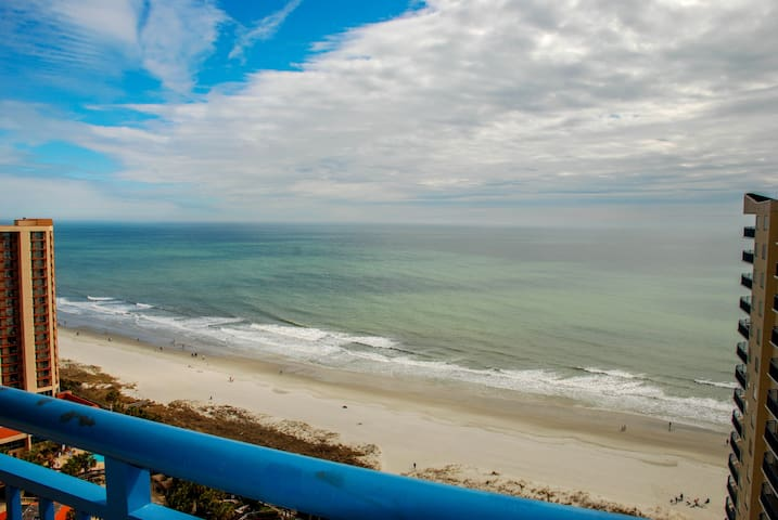 New Upgraded PENTHOUSE! Direct Oceanviews! (B2109)