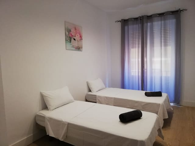 ROOM IN THE HEART OF ALICANTE
