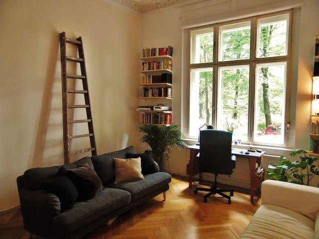 90 qm² Gründerzeitappartement mit Terrasse am Park