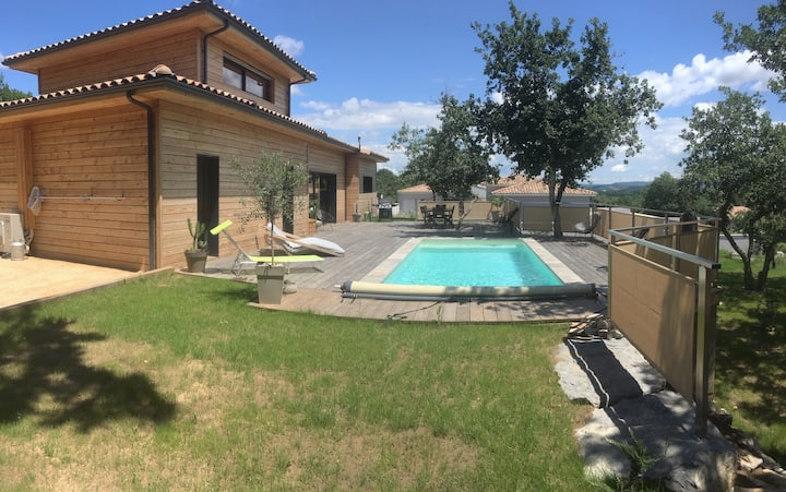 villa proche vallon-pont-d'arc, piscine chauffée.